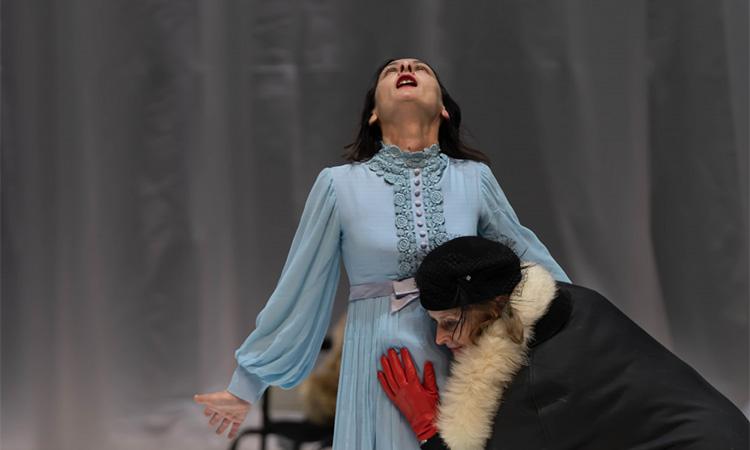 L'empordanesa Angelica Liddell estrena un homenatge a la mort del seu pare a París