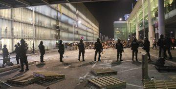Organitzacions internacionals reclamen que s'aturin les agressions policials a periodistes