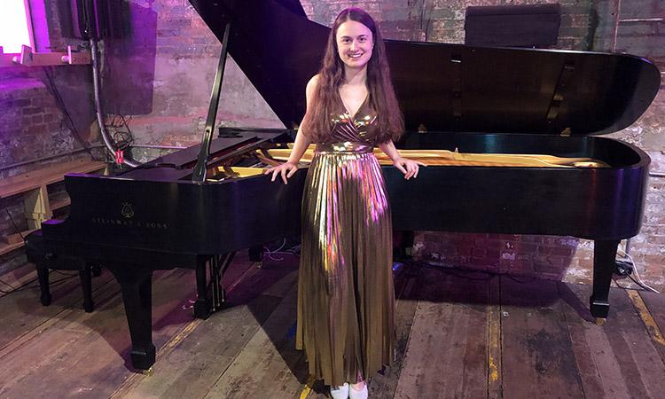 Nova York i Boston també aplaudeixen la pianista vilanovina Laura Farré Rozada