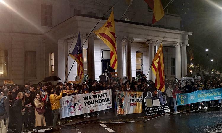 Els catalans es manifesten arreu del món per rebutjar la sentència del procés